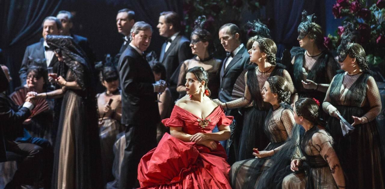 la-traviata-sahne-performans