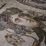 """""""Çingene Kızı"""" Mozaiğinin ABD'den Getirilen Eksik Parçaları Ziyarete Açıldı"""