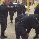 Bulgaristan'da Polisler Yanlışlıkla Kendilerine Biber Gazı Sıktı