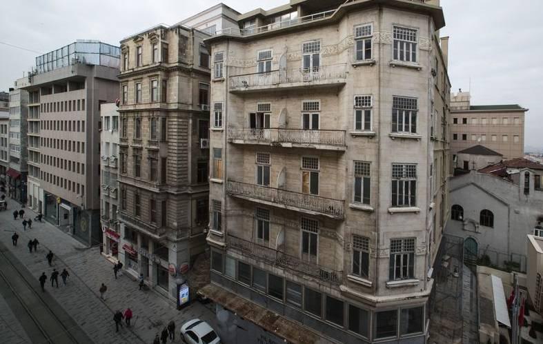 iş bankası beyoğlu şubesi müze